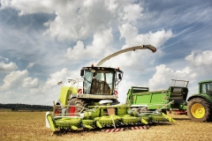 combine-harvester-2138997_1920